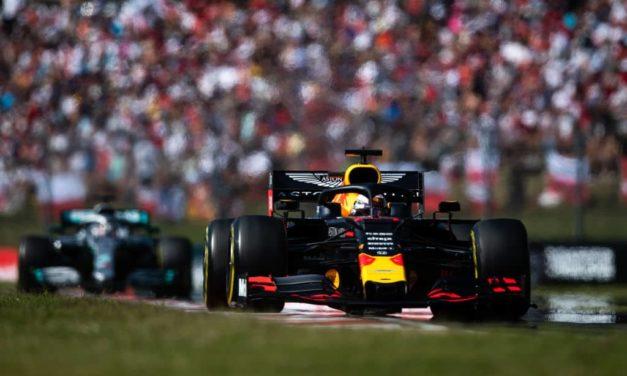 """Verstappen rinnova con la Red Bull: """"Sono felice qui, voglio il mondiale"""""""