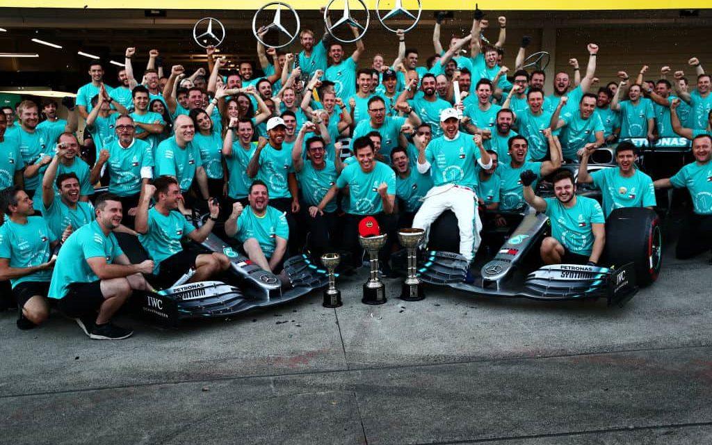 """Hamilton festeggia il titolo: """"Non pensavo di vincere sei mondiali. Il record di Schumacher non mi interessa"""""""