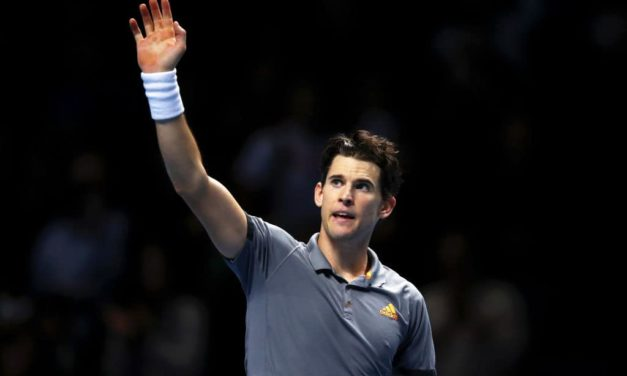 Federer fuori forma: Thiem vince 7-5, 7-5