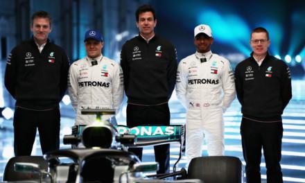 Mercedes: svelato il mistero del nuovo volante. La Ferrari cerca subito le contromosse