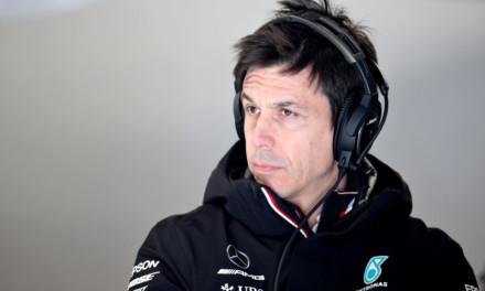 Toto Wolff smentisce le voci sulla Aston Martin, rimarrà in Mercedes