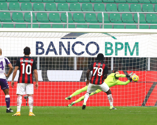 La moviola di Luca Marelli: manca un rigore in Benevento-Juventus, penalty regalato a Theo Hernandez in Milan-Fiorentina